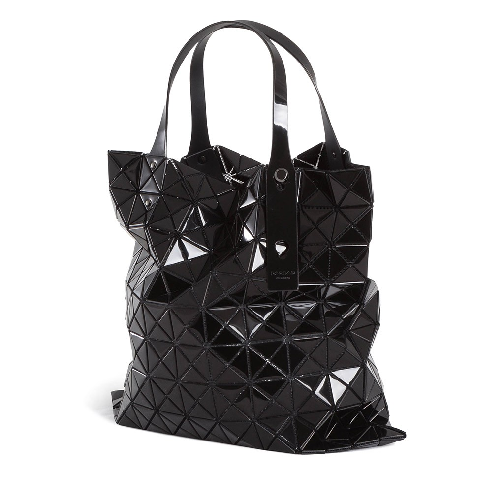 bao bao issey miyake tragetasche schwarz luxuryloft. Black Bedroom Furniture Sets. Home Design Ideas