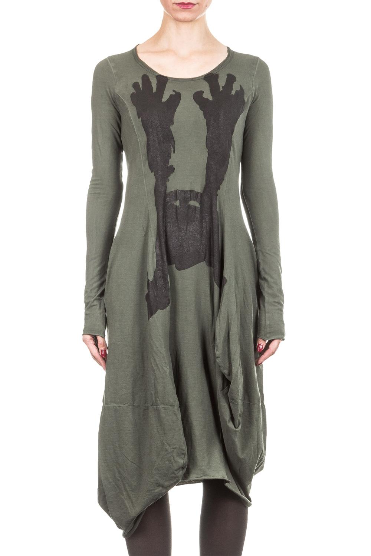 Artikel klicken und genauer betrachten! - Cooles Oversized Designerkleid von Rundholz. Dieses extre weit geschnittene Kleid ist mit seiner Form ein echter Eye Catcher. Der Style wird durch den coolen Print vorne und den eingearbeiteten mittigen Schlitz hinten gekonnt abgerundet. Lässig cooles Avantgarde Kleid, das sich gut kombinieren lässt. Farbe: dark green, dunkelgrün Rundhalsausschnitt Weiter Schnitt Oversized Schlitz hinten mittig Material: 95 % Baumwolle, 5% Elastan Maße, gemessen an S: Länge: ca. cm, Brustweite: ca. cm, Schulterweite: ca. cm, Ärmellänge ca. cm | im Online Shop kaufen