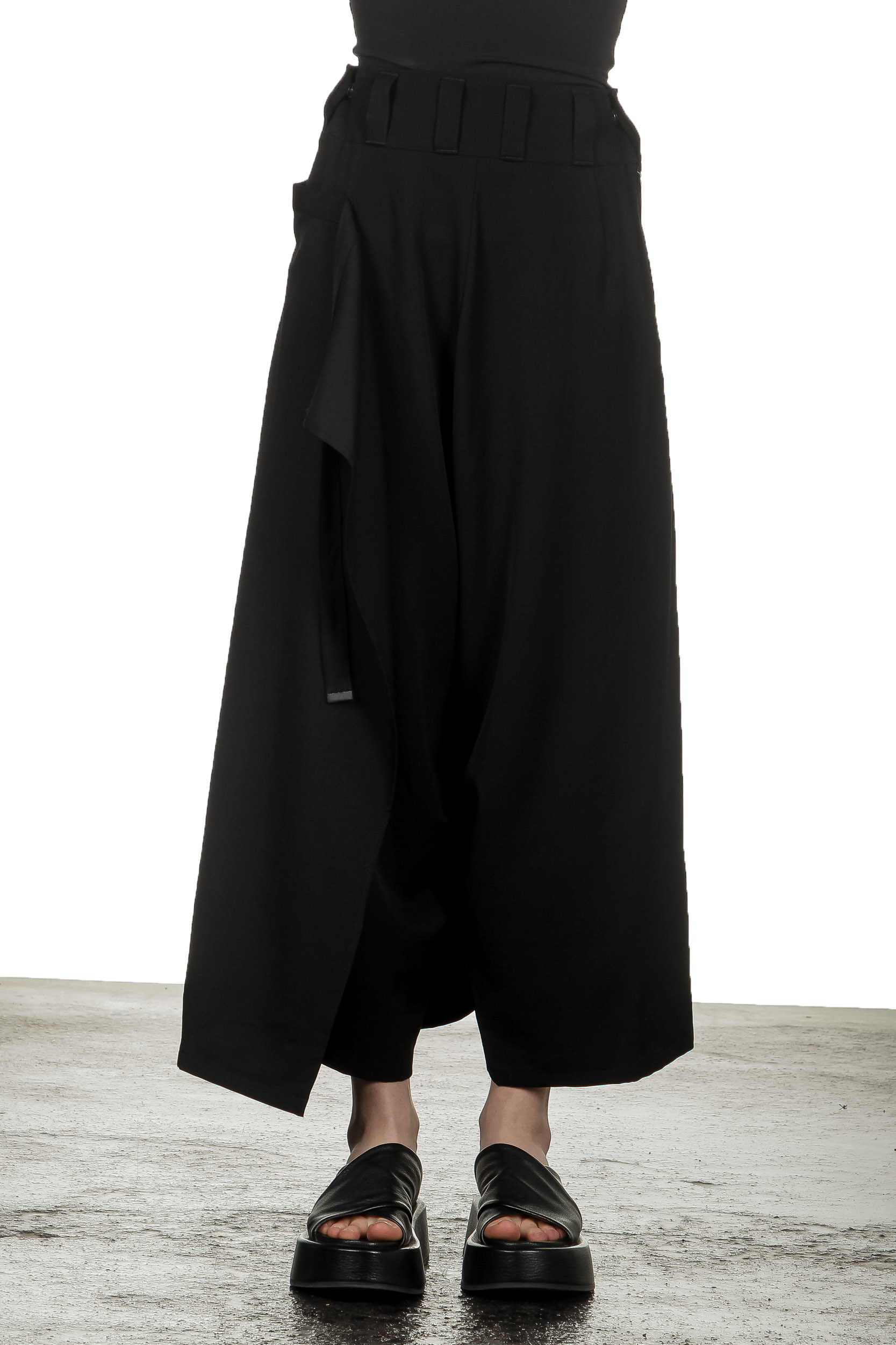 Hosen - Yohji Yamamoto Damen Asymmetrischer Hosenrock mit weitem Bein schwarz  - Onlineshop Luxury Loft