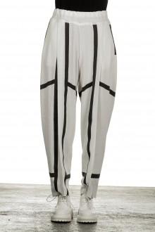 Issey Miyake Damen Jersey Hose Print weiß schwarz