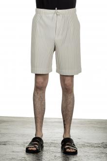 Homme Plissé Issey Miyake Plissierte Shorts in Midi-Länge beige