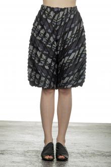 Issey Miyake Damen Plissee Shorts multicolour
